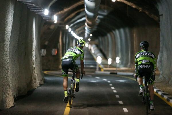 פתיחת מנהרת אופניים  מעין  לבן לעין כרם אילוסטרציה רוכבים